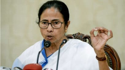 """WB CM Mamata Banerjee says state govt cannot release Chief Secretary """"at this critical hour""""."""