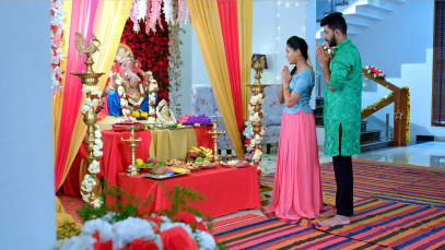 Akhila Tends to Hanumanth's Injury