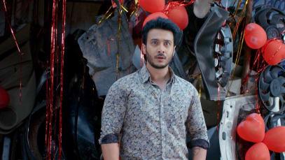 Rahul Is Mesmerised by Sathya