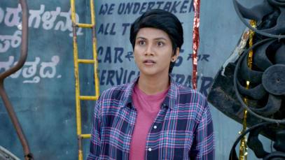 Rahul Flirts with Sathya