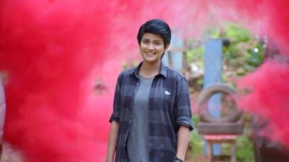 Sathya Accepts Her Feelings for Karthik