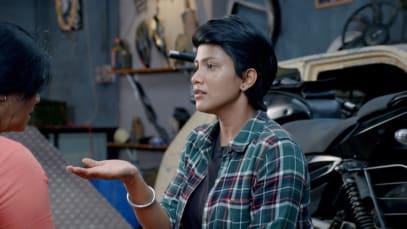 Sathya Waits for Karthik's Arrival