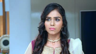 Damini Shows Akhila a Pendant