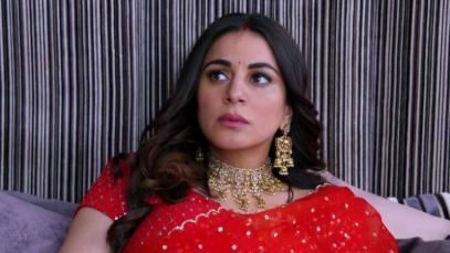 Karan gives Preeta a head massage - Kundali Bhagya