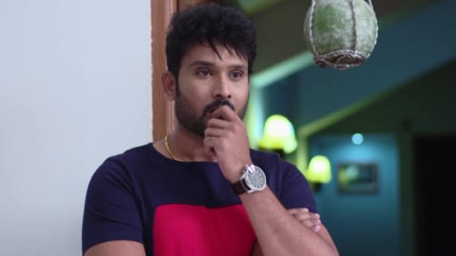 Aditya gets irritated at the office - Akka Chellellu