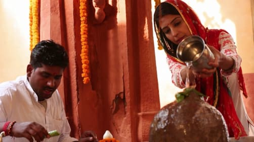 Danny experiences the Teej festival - Spirit of India - The Festivals