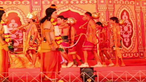 Danny celebrates Dussehra - Spirit of India - The Festivals